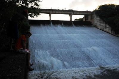 Barragem do Flores terá mesmo destino da Barragem de Algodões?
