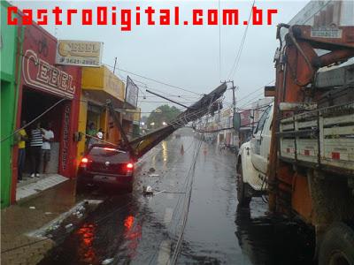 Veículo colide com poste da CEMAR em Bacabal