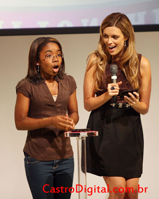 Garota ganha  US$ 50 mil em concurso de SMS