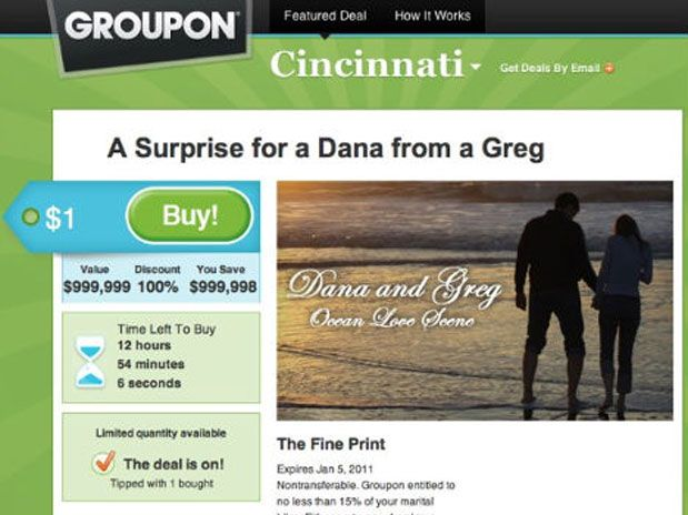 Homem faz pedido de casamento no site Groupon