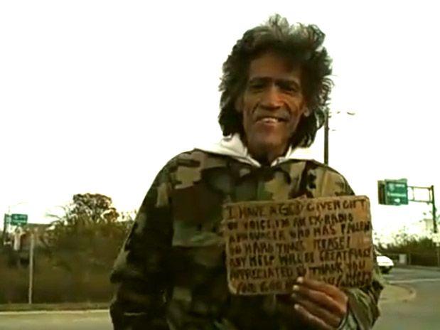 Vídeo de mendigo dos EUA famoso em menos de 24 horas