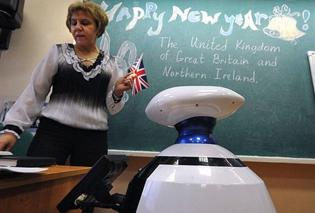 Robô substitui aluno em sala de aula na Rússia