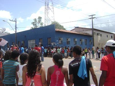 IMAHEM - No maranhão, alunos protestam contra falta de professores