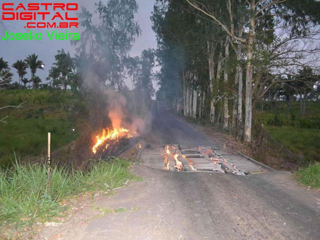 Ponte é incendiada na estrada entre Lago da Pedra e Paulo Ramos