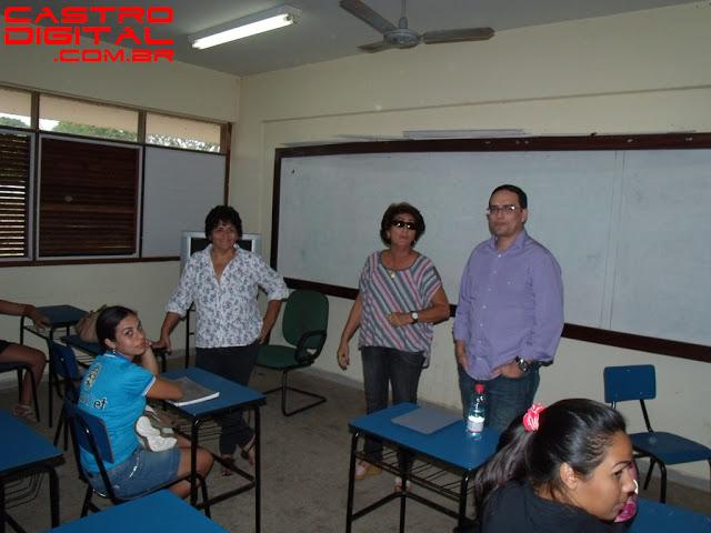 Coordenador geral da Uemanet realiza reunião com alunos do pólo de Bacabal