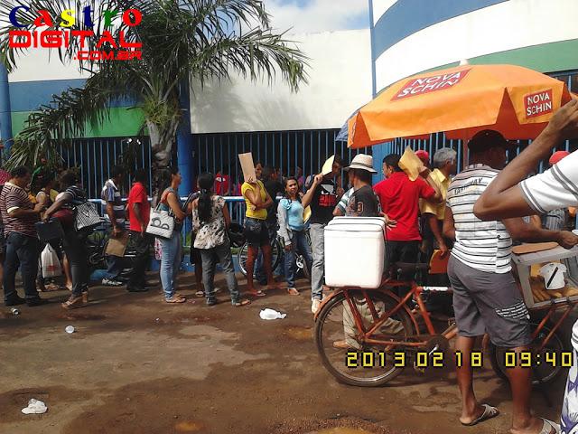 Milhares de pessoas se inscrevem no Seletivo 2013 da Prefeitura de Bacabal para contrato temporário, candidatos enfrentam chuva e sol