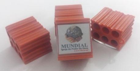 Igreja vende tijolo abençoado por apenas R$ 200