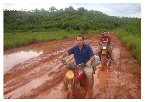 Fotos da estrada de Marajá do Sena cheia de lama no inverno de 2013