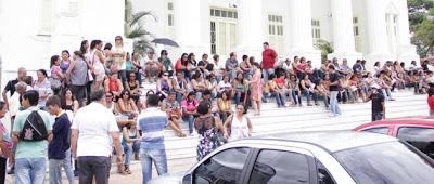Roseana Sarney manda polícia intimidar professores durante manifestação pública