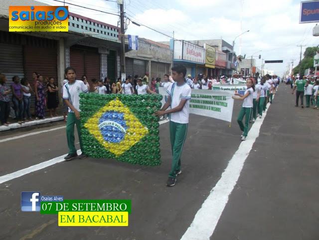 Brilho e criatividade em Bacabal no desfile de 7 de setembro de 2013 com direito a Show das Poderosas