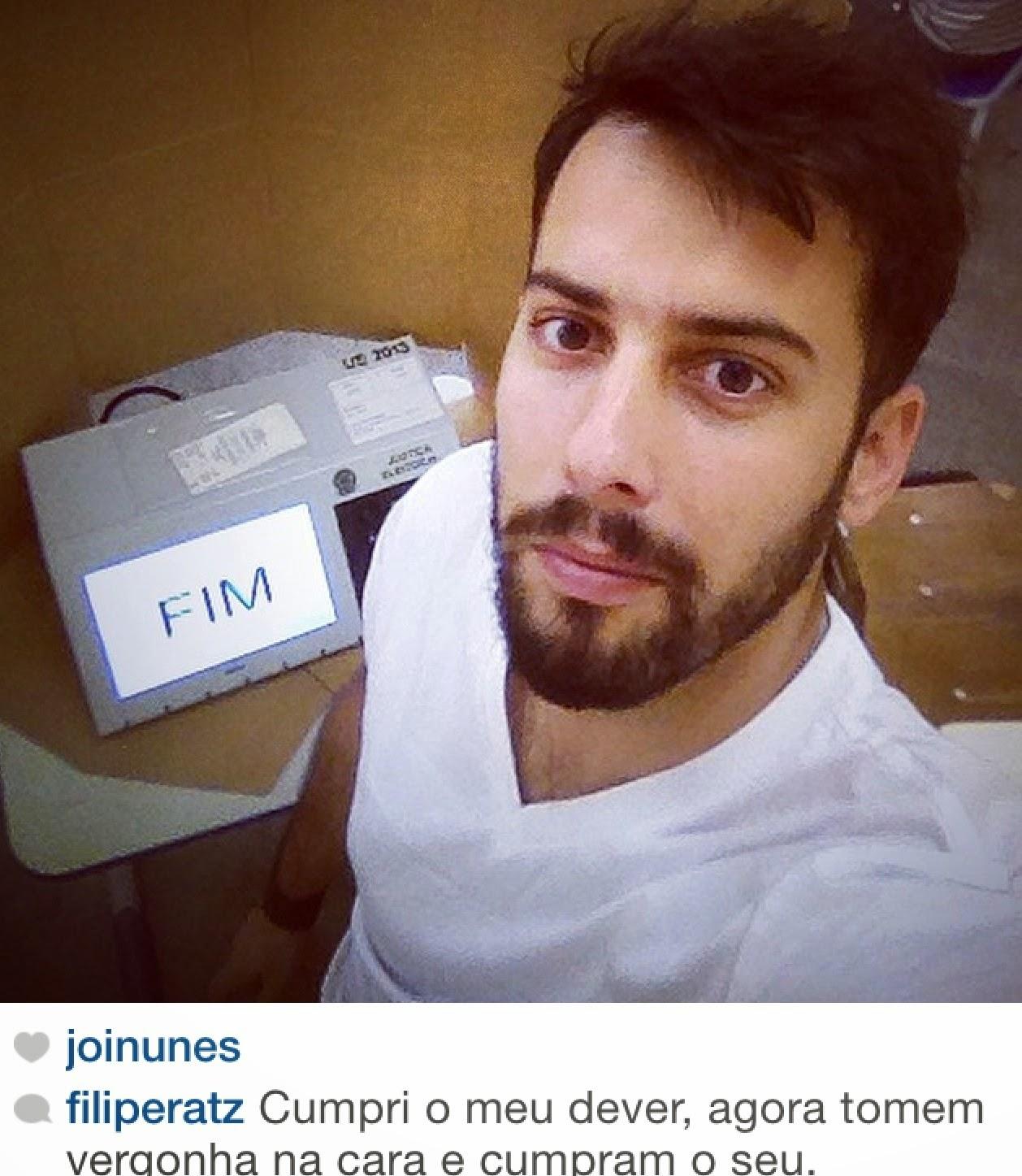 Fotos selfies nas urnas, seções e cabines eleitorais nas Eleições 2014