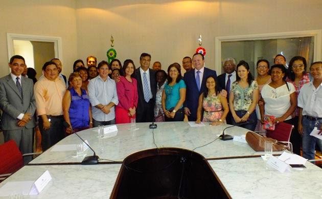 Flávio Dino assina 6 medidas em prol da educação do Maranhão, parte delas adquiridas pelos professores através da lei e greves