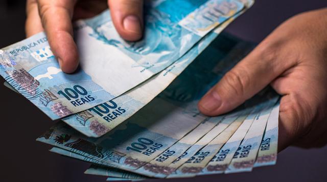 10 profissões MAIS RICAS do Brasil e quanto ganham por mês